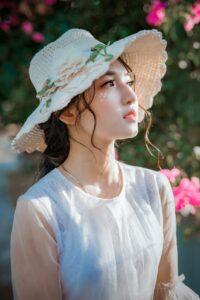 Topi Ala Kora yang Tampak Menarik